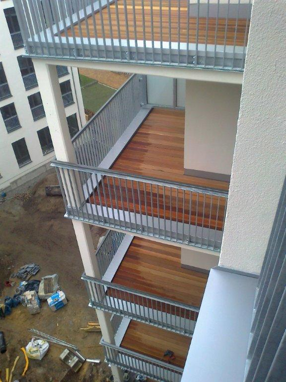referenzen holzterrasse holzterrassen dachterrasse. Black Bedroom Furniture Sets. Home Design Ideas